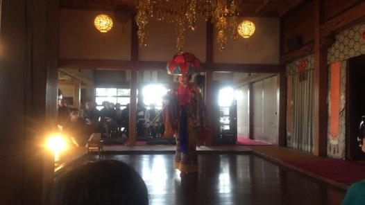 「本嘉手久」を踊る吉田真和さん