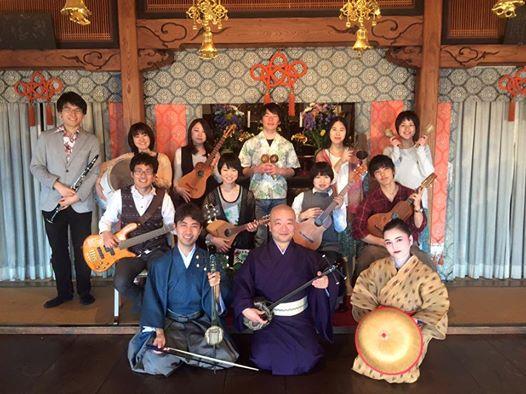 終演後、共演者のみなさんと。前列左から又吉さん、山田さん、吉田さん